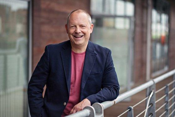Philip Calvert Social Media Keynote Speaker interviews Roger Edwards